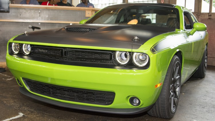 2017 dodge challenger t a vinsetta garage photo gallery autoblog. Black Bedroom Furniture Sets. Home Design Ideas