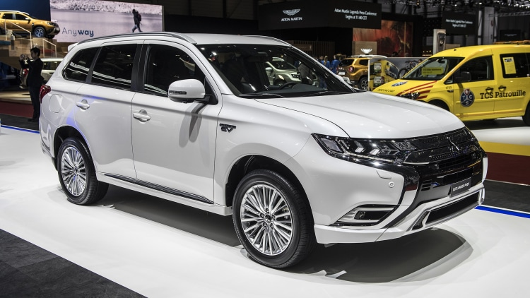 2019 mitsubishi outlander phev geneva 2018 photo gallery autoblog. Black Bedroom Furniture Sets. Home Design Ideas