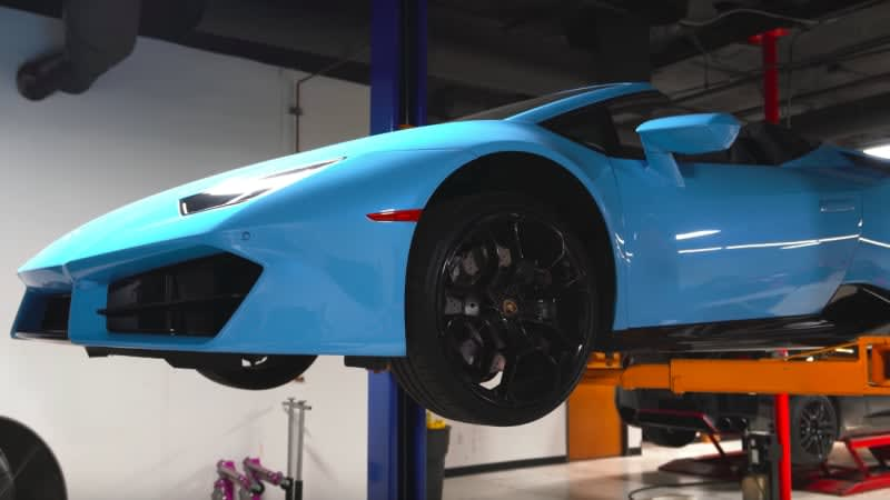 How to change the oil in a Lamborghini Huracan: carefully