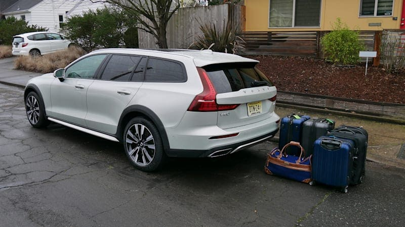 2020 Volvo V60 Cross Country Luggage Test | Why yes, a wagon can hold more