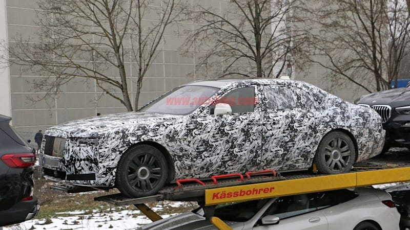 Upcoming Rolls-Royce Ghost wears evolutionary design in spy photos