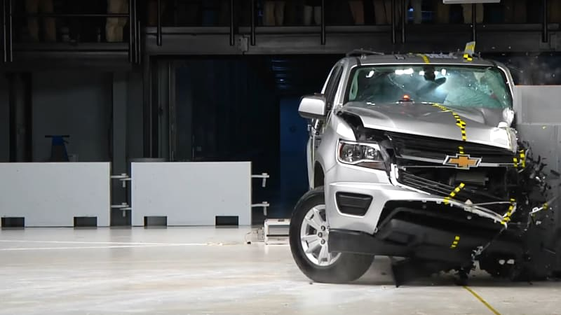 IIHS gives good ratings to 4 of 8 midsize pickups in crash test