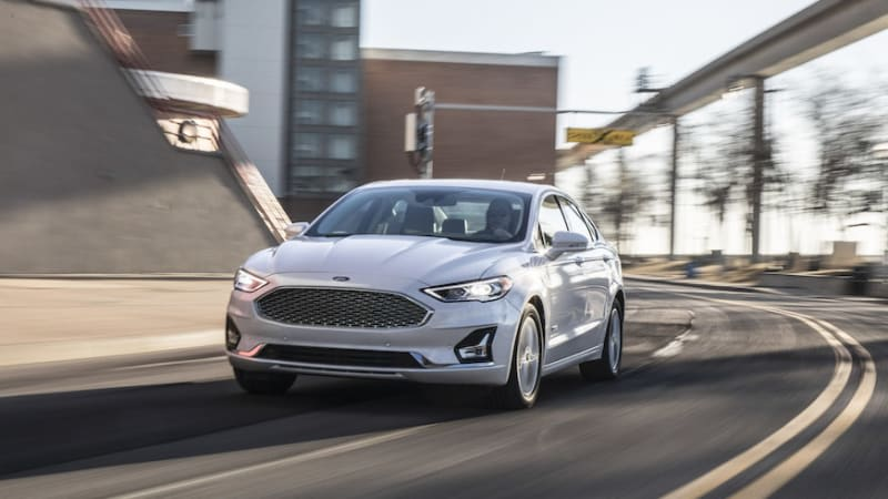 Some Ford dealers are offering $10,000 discounts on the last remaining Fusions