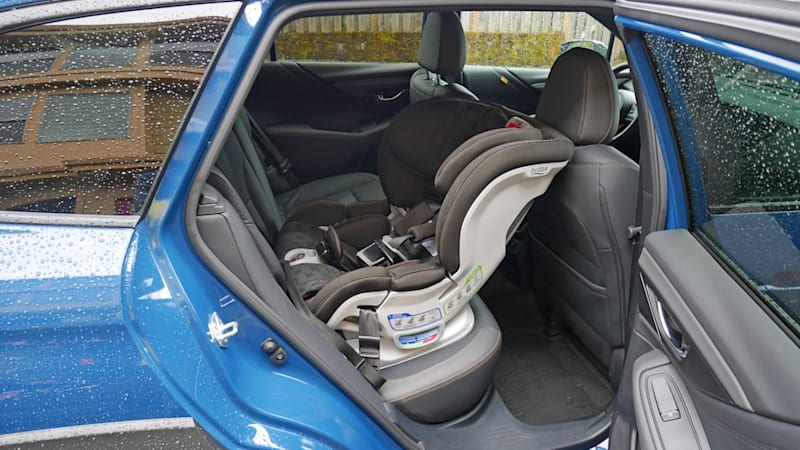 2022 Subaru Outback Car Seat Test | Very family friendly