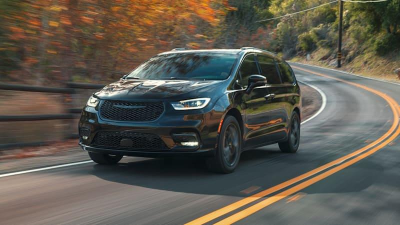 The 2021 Chrysler Pacifica minivan brings back all-wheel drive