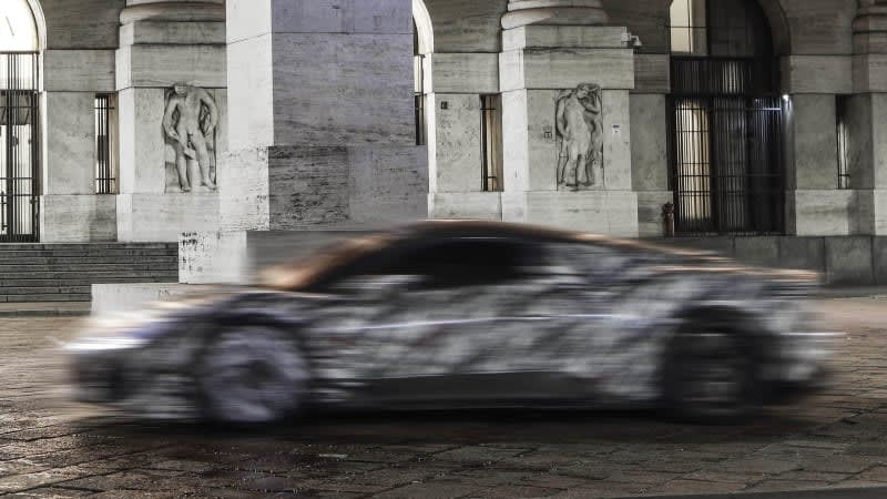 Maserati MC20 appears in artsy, blurry teaser