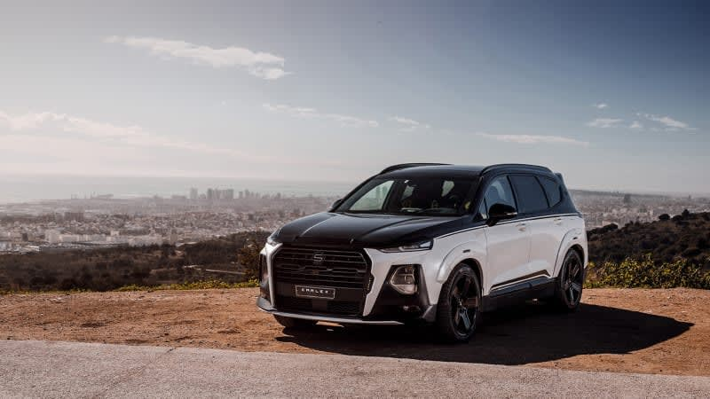 Why yes, the Hyundai Santa Fe does look good with a two-tone wrap