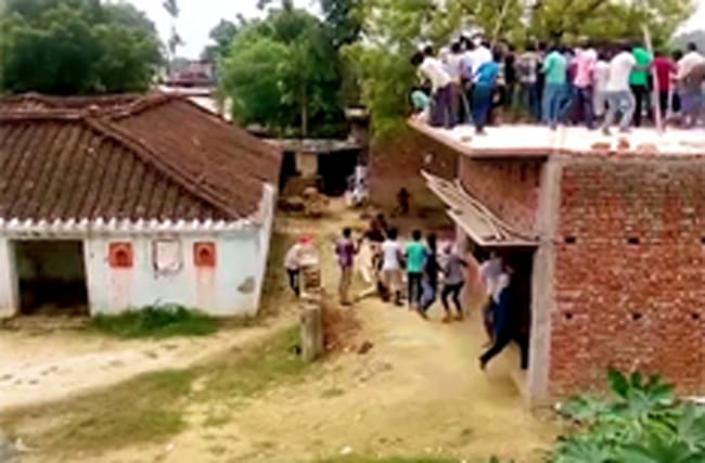 Terrifying video shows leopard attacking villagers - injuring ten
