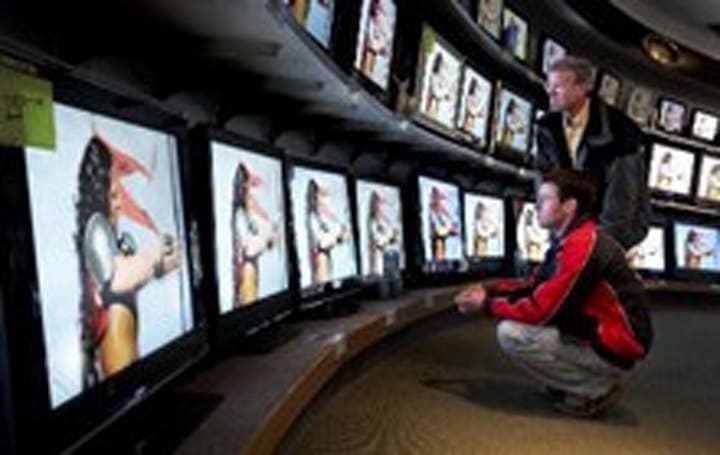 HDTV brushes economic woes off its shoulder in latest survey