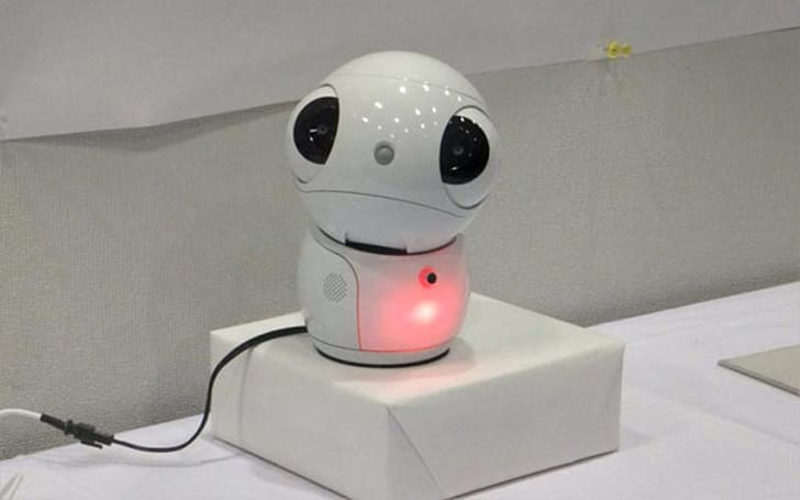 Toshiba's ApriPetit portable robotic interface solves household problems, melts your heart