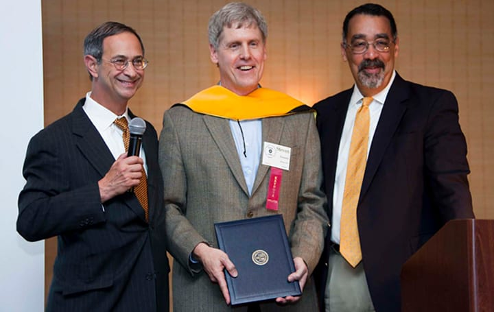 Digital camera inventor Steve Sasson collects honorary PhD, Economist award