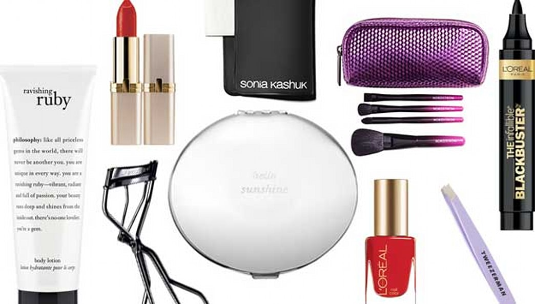 Top cosmetic bag must-haves for the holiday season