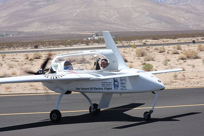 Electric plane performs taxi tests as prelude to transatlantic attempt (video)