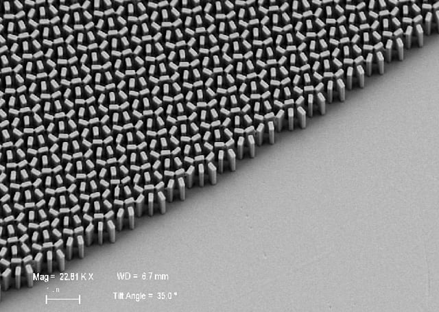 Lenses made from nanomaterials get closer to replacing glass