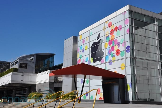 Live from Apple's iPad 2 event (update: it's over!)