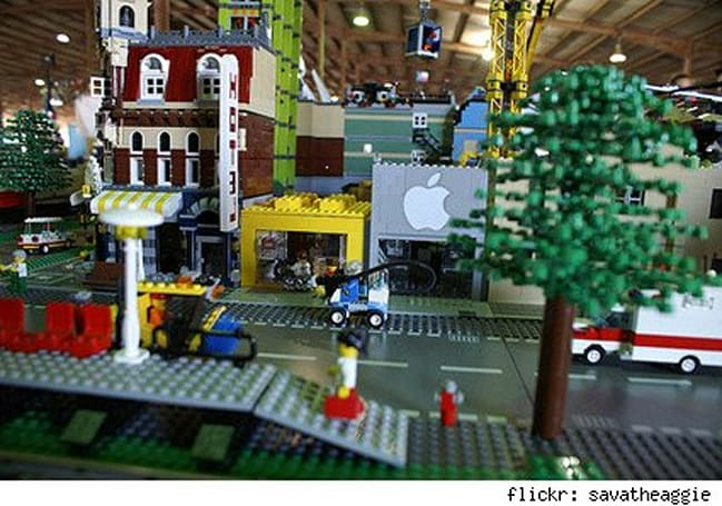 Flickr Find: An Apple Store in Lego land