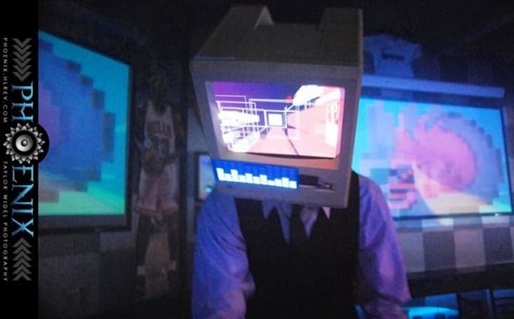 Macintosh Plus celebrates 25 years by becoming ultimate DJ headgear (video)