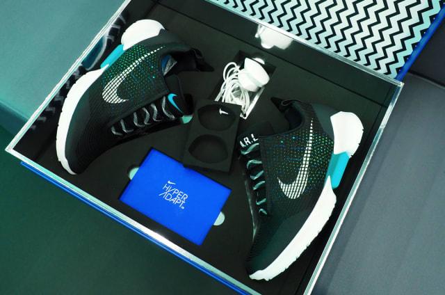 Anprobiert: Selbstschnürende Nikes für 720 Dollar
