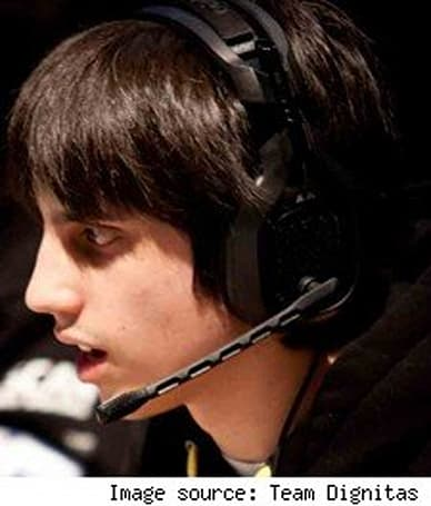 League of Legends pro player banned for jerkiness