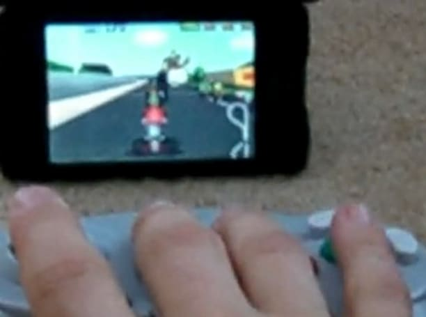Modder transmits Wii games to iPod touch, which isn't really as fun as it sounds (video)