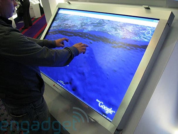 Hands-on / video with the LG.Philips massive 52-inch multi-touch display