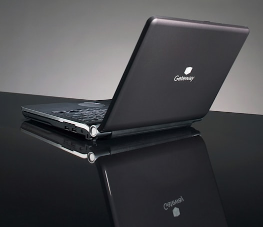 Gateway's UC Series contains its first 13.3-inch notebook