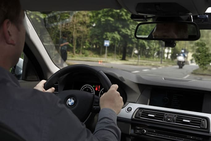 BMW left turn assistant uses lasers to help you avoid running people over