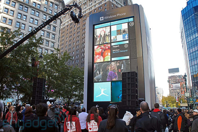 Microsoft installs 'biggest Windows Phone ever' in NYC's Herald Square (video)
