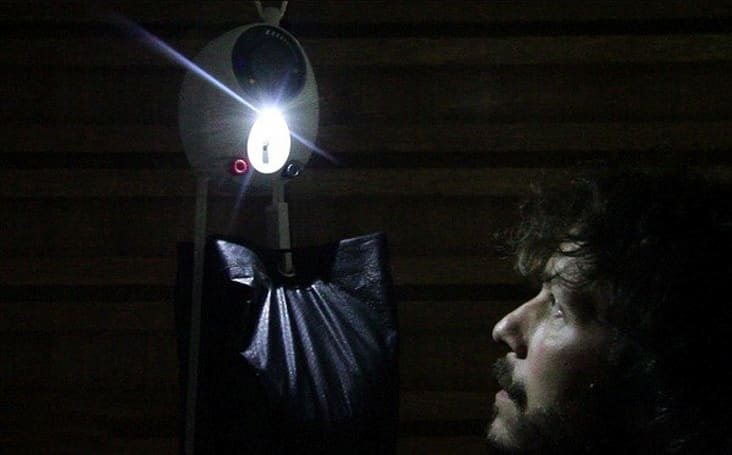 GravityLight uses weight to illuminate without batteries or fuel (video)