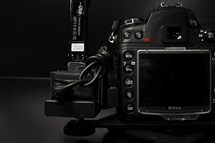 Do-it-yourself wireless tethering for your DSLR