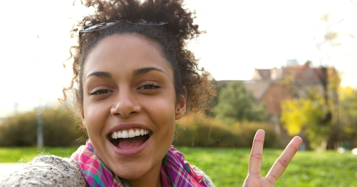 Researchers Warn Peace Sign Photos Could Expose Fingerprints