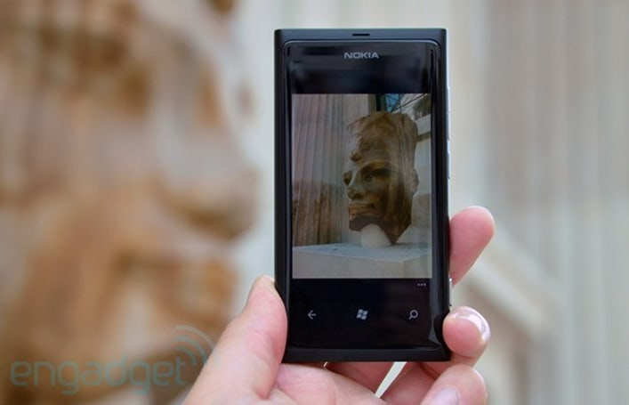 Lumia 800 bundle coming to Microsoft retail stores on Valentine's Day, $899 is the new price of love