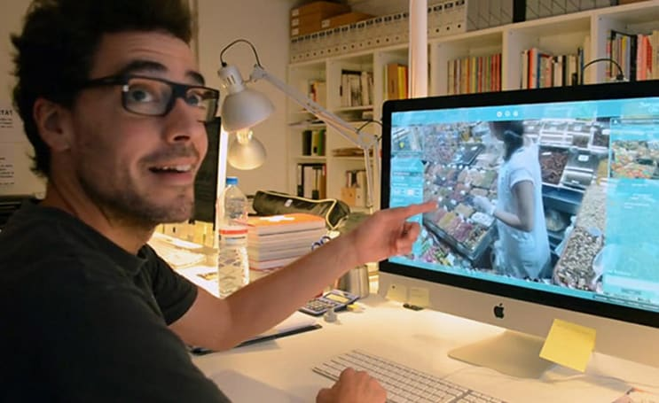 Omnipresenz lets armchair explorers control real human avatars
