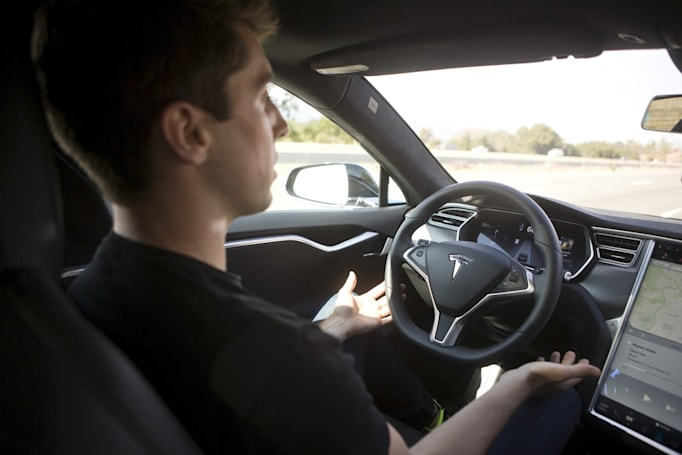 Regulator: Tesla crash shouldn't hinder self-driving research