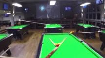 Mega-Billard-Trickshot in Bristol