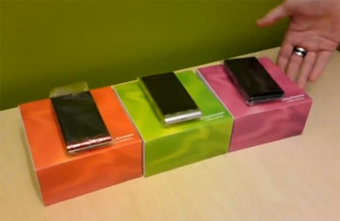 Video: Sony Ericsson Satio unboxed, demonstrated with the utmost care