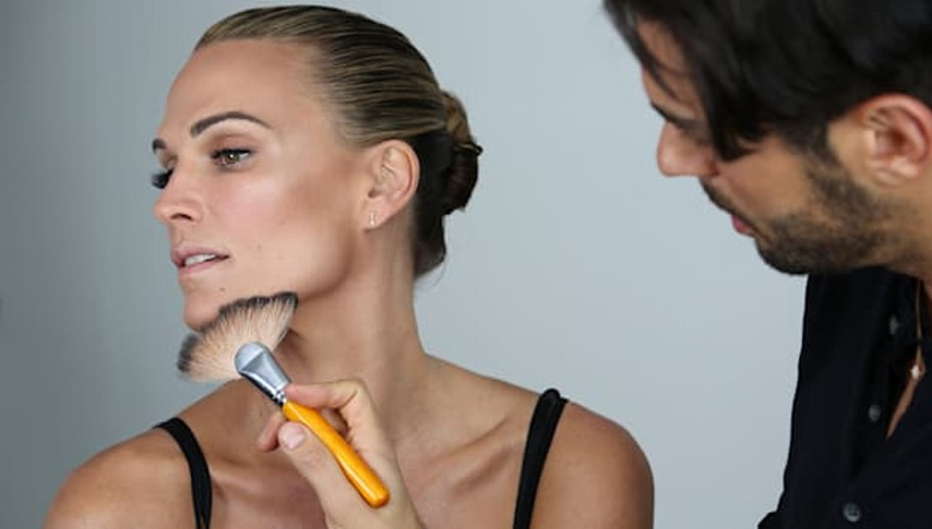 Supermodel secrets revealed! Molly Sims shows you how to get a sun-kissed look