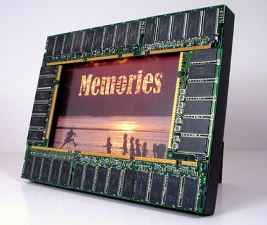 Computer Memories photo frame stores more than a 5 x 7