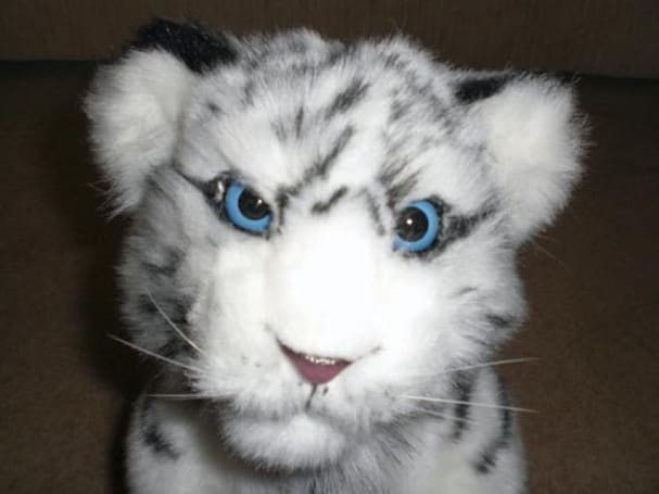 WowWee's Alive White Tiger Cub gets unboxed, showcased on video