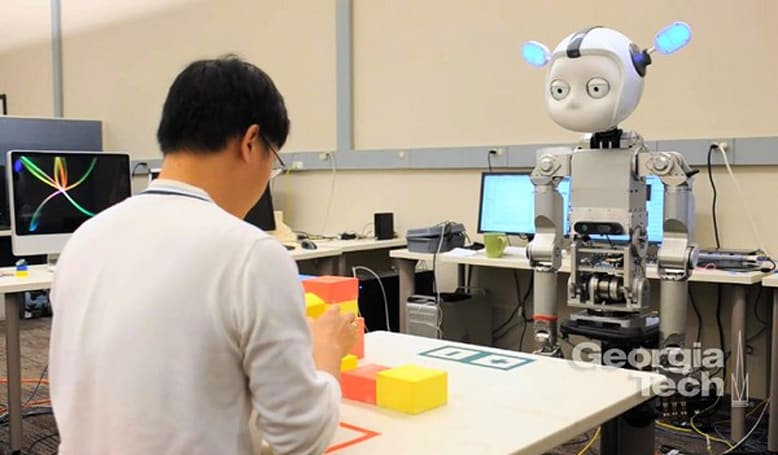 Simon the robot learns to act like a human, can tell when you're not paying attention (video)