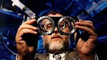 "British physics professor perfects ""tunable eyeglasses"" -- no eye doctor required"