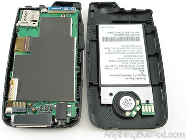 SanDisk Sansa Connect gets dissected
