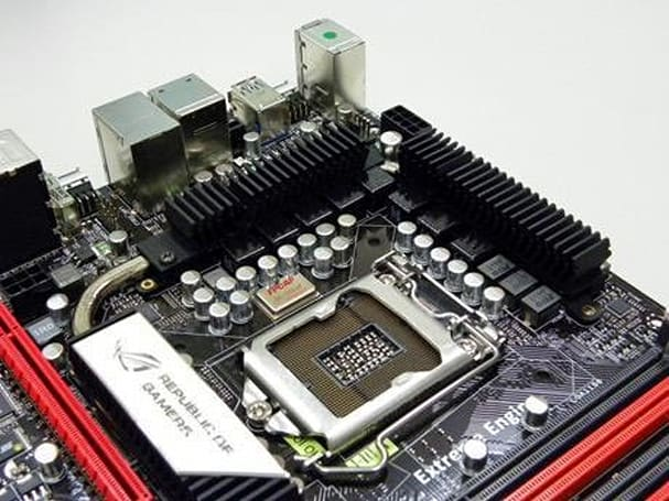 ASUS Maximus III Extreme mobo lets Bluetooth cellphones tweak settings