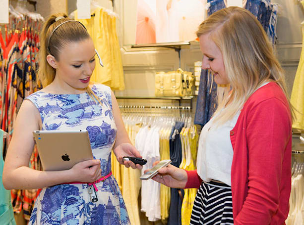 PayPal mobile payments hit the UK, filling your closet just went wireless (video)
