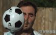 Superfight: Fußball vs. Kopf in Zeitlupe