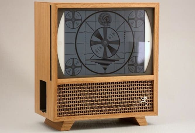 Wooden iPad mini case creates the 1950s TV that never was