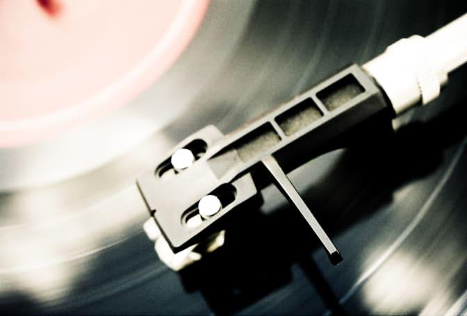 UK vinyl sales hit a 25-year high in 2016