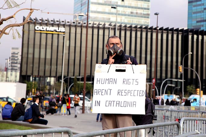 A one-man protest at Mobile World Congress