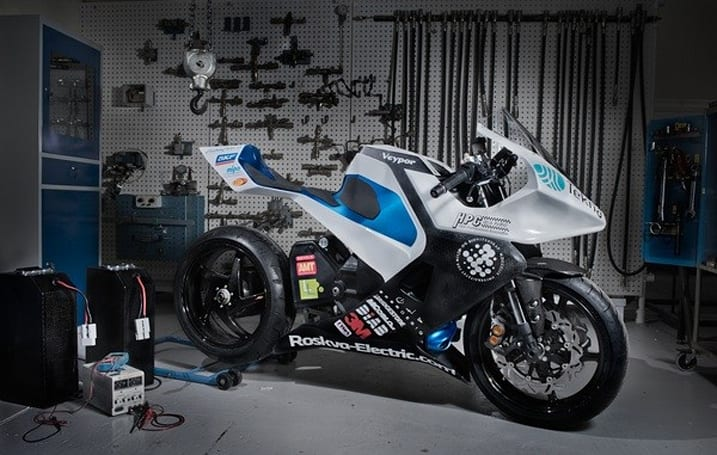 Roskva electric motorcycle revealed in Norway with carbon fiber chassis and clothes