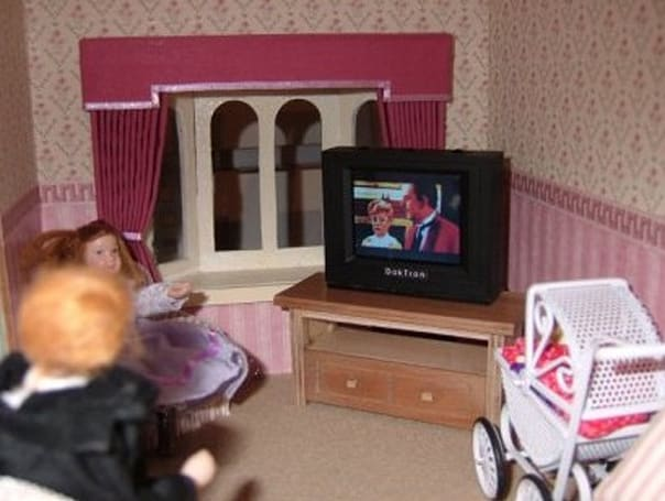 12th scale Dolls House TV actually functions, keeps Polly Pocket entertained
